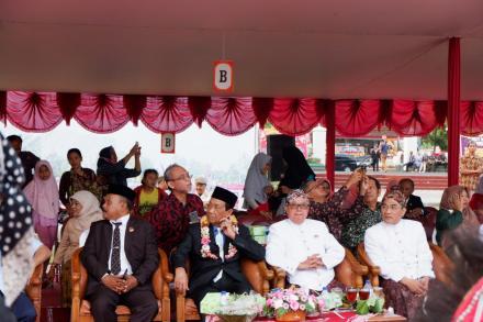 Partisipasi Lurah dan Perangkat Desa Bawuran Dalam Hari Jadi Bantul