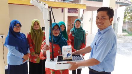 Pembantuan Alat Kesehatan Oleh Pemerintah Desa Bawuran