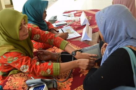 Pemeriksaan Kesehatan Gratis di Balai Desa Bawuran